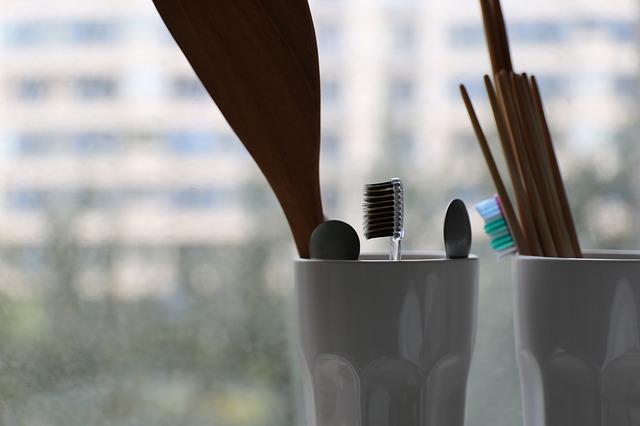 toothbrush-1842248_640