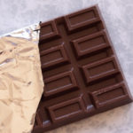 犬がチョコレートを食べた!恐ろしい中毒の症状とすぐにできる対処法